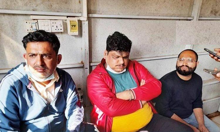 চট্টগ্রামে টেস্ট চলাকালীন 'জুয়াড়ি' সন্দেহে তিন ভারতীয় নাগরিক আটক